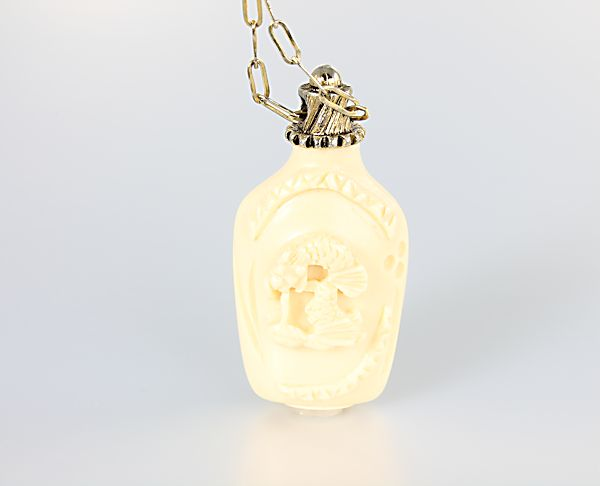 Hattie Carnegie Snuff bottle Necklace