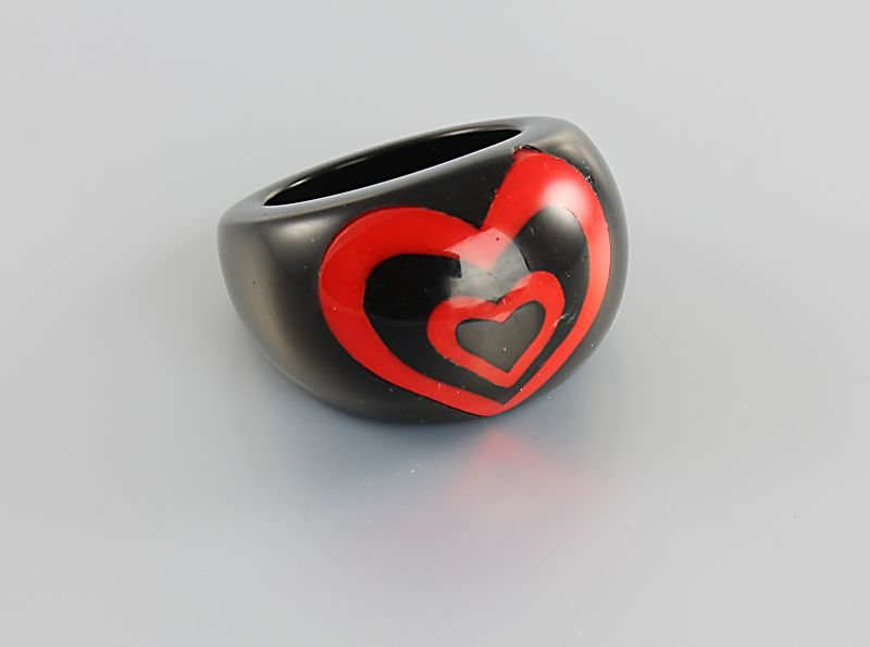 Vintage Chunky Mod lucite Ring Heart Red Black