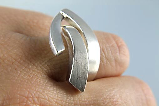Israel Modernist 999 Silver Ring contemporary design