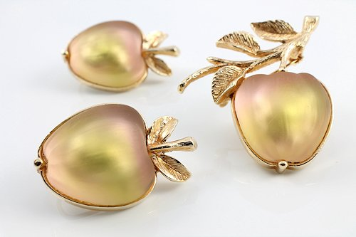Sarah Coventry Delicious Apple Brooch Earrings set