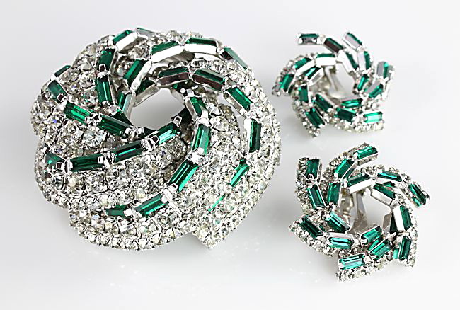 Hattie Carnegie rhinestone Brooch Earrings Emerald Diamond