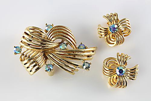 Vintage Lisner Rhinestone Brooch Earrings set